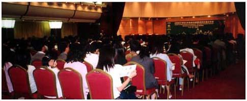 2001年,與金融管理局、銀行公會及會計師公會合辦有關企業會計準則的研討會